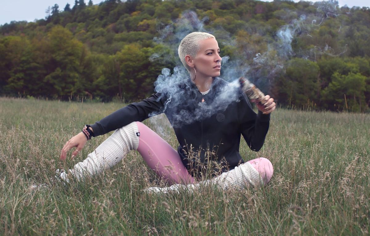 Marie-Mai lance une nouvelle collection écolo en collaboration avec Rose Buddha