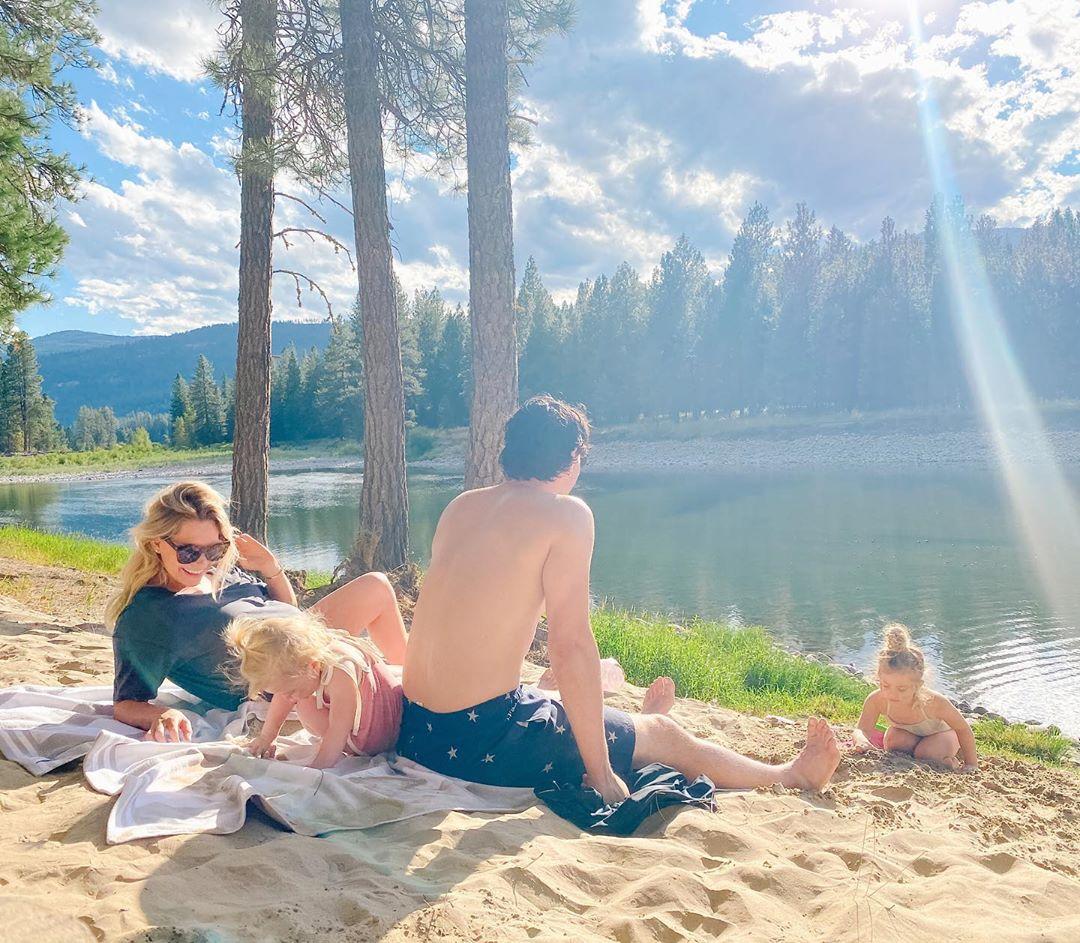 Angela Price partage de magnifiques photos de famille avec Carey