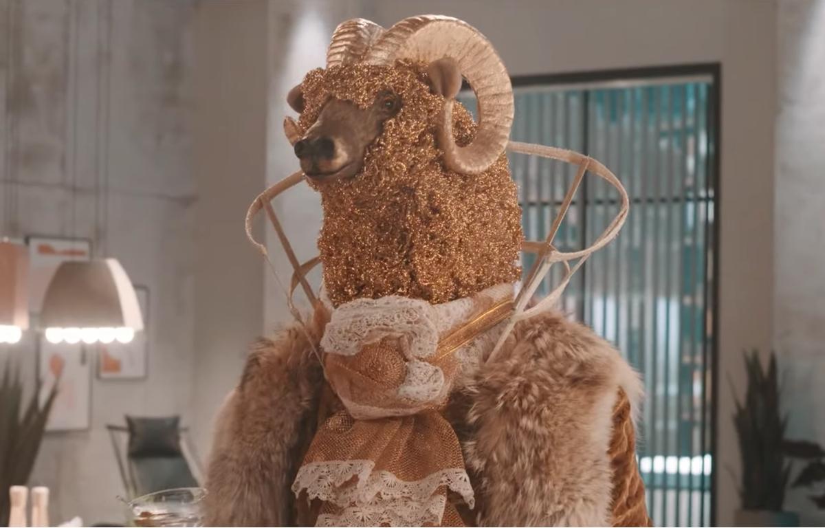 The Masked Singer: Saurez-vous deviner qui est l'animateur de l'adaptation québécoise?