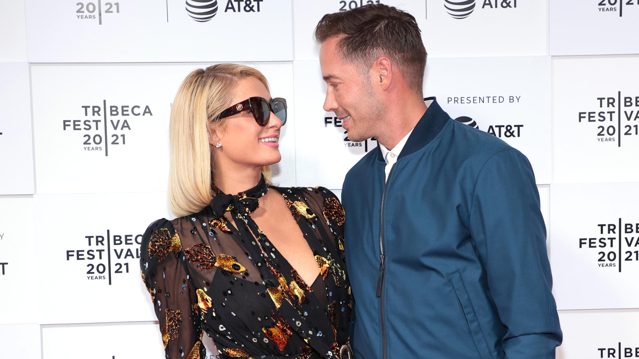 Paris Hilton dément les rumeurs de grossesse